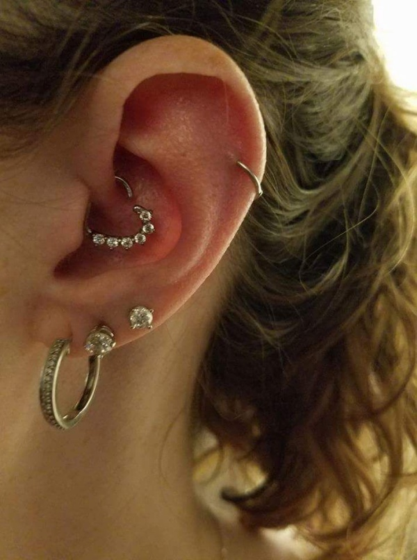 Stylish Daith Piercing Ideas With Meaning & Complete Guide
